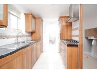 3 bedroom flat in Avenue Road, North Finchley, N12