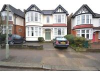 5 bedroom house in Church Crescent, Finchley, N3