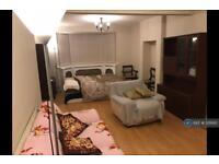 1 bedroom in Hillcross Avenue, Morden, SM4