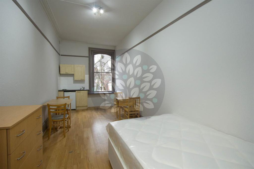 Studio flat in Belsize Avenue, Belsize Park