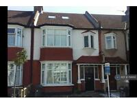 4 bedroom house in Melrose Avenue, London, SW16 (4 bed)