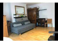 Studio flat in Windsor Road, London, W5 (#1126936)