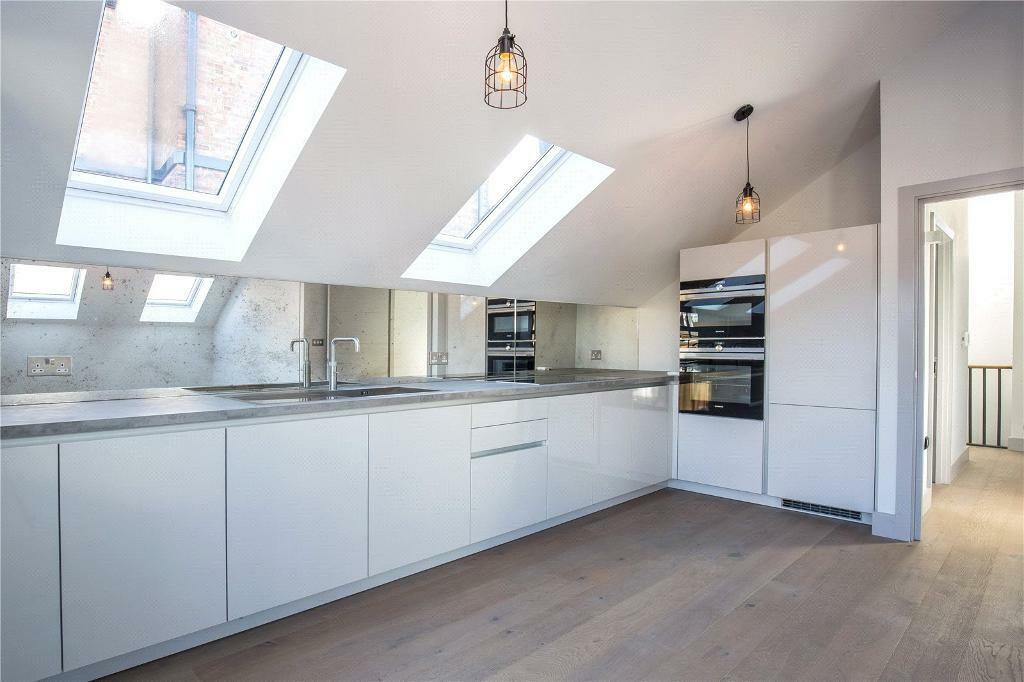 2 bedroom flat in Tara Mews, Crouch End, N8