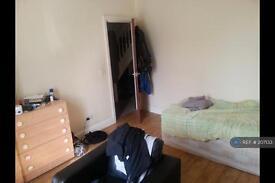2 bedroom flat in Penrith Road, Seven Sisters, N15 (2 bed)
