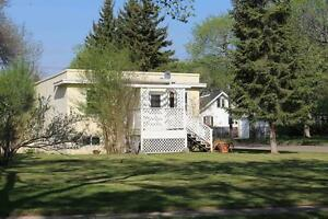 City Park - 2 Bedroom Main Floor House Close to the River!