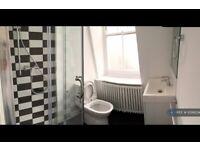 3 bedroom flat in Walton House, London, E2 (3 bed) (#1099204)
