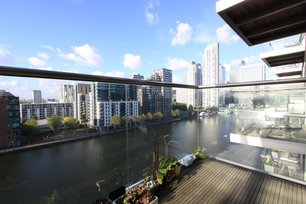 ***LUXURIOUS 1 BED APARTMENT IN THE PRESTIGIOUS BALTIMORE WHARF E14 - AVAIL 1ST DEC - ONLY £1700P/W*