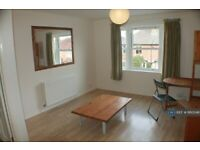 1 bedroom flat in Addison Road, Guildford, GU1 (1 bed) (#860046)