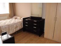 En-Suite room in East London available