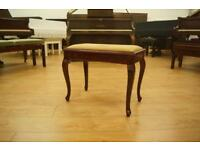 Piano stool with open top