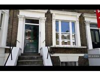 3 bedroom flat in Gaisford Street, London, NW5 (3 bed)