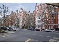 2 bedroom flat in Fitzjames Avenue, W14
