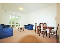 3 bedroom flat in Bell Lane, Hendon, NW4