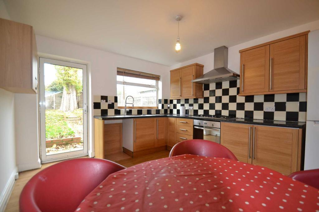 1 bedroom in Carlyon Road, Wembley