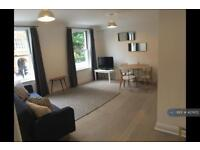2 bedroom flat in Clapham Road, London, SW9 (2 bed)
