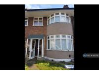 3 bedroom house in Maypole Crescent, Ilford, IG6 (3 bed)