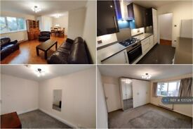 2 bedroom flat in Upton Lodge Close, Bushey, WD23 (2 bed) (#1055297)