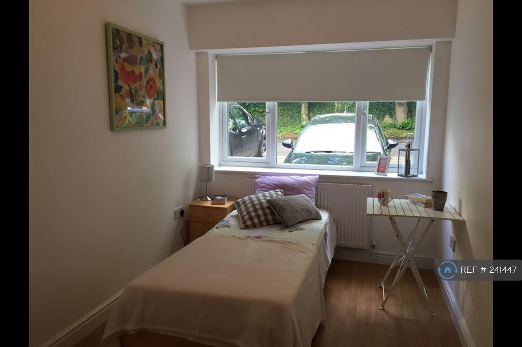 1 bedroom in Weybridge, Surrey, KT13