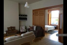 1 bedroom flat in Stanley Road, Teddington, London, TW11 (1 bed)