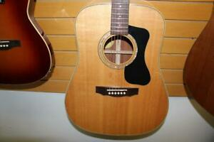 Guitare acoustique Guild D140