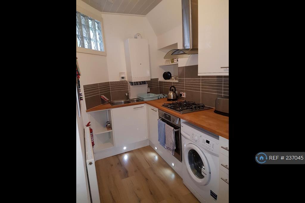 3 bedroom flat in Urquhart Road, Aberdeen, AB24 (3 bed)
