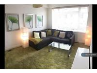 1 bedroom in Woodlands Way, London, SW15