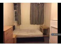 1 bedroom in Parade Mansion, Hendon , NW4