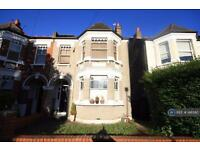 3 bedroom flat in Witham Road, Isleworth, TW7 (3 bed)