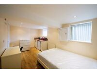 **ATTENTION MATURE STUDENTS & PROFESSIONALS/COUPLES** BEAUTIFUL EN SUITES AVAILABLE NEAR CITY CENTRE