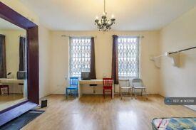 3 bedroom flat in Camden High Street, London, NW1 (3 bed) (#900191)