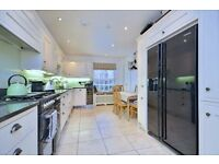 SOUTH SQUARE NW11: 2 DOUBLE BEDROOMS - SINGLE BEDROOM/DRESSING ROOM/STUDY - SPACIOUS RECEPTION