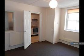 2 bedroom flat in Carisbrooke Road, St Leonards On Sea, TN38 (2 bed)