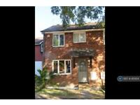 3 bedroom house in Peplow Close, West Drayton, UB7 (3 bed)