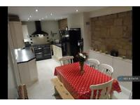 3 bedroom house in Carr Road, Leeds, LS28 (3 bed)