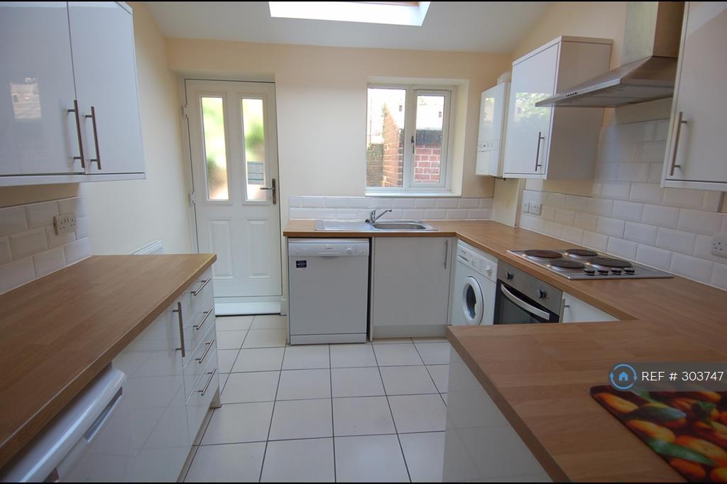 5 bedroom house in Stalker Lees Road, Sheffield, S11 (5 bed)