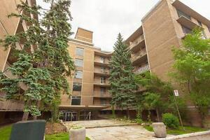 2 Bdrm available at 2527 Lake Shore Blvd West, Toronto