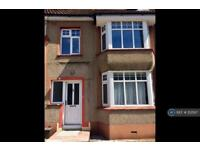 3 bedroom house in Hind Crescent, Erith, DA8 (3 bed)