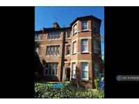 1 bedroom flat in Adeleide Road, Surrey, KT6 (1 bed)