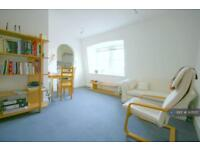 1 bedroom flat in Matheson Road, London, W14 (1 bed)