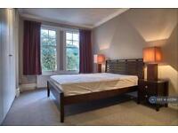 3 bedroom flat in Lower Richmond Road, London, SW14 (3 bed)