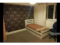 1 bedroom in Chrismas Avenue, Aldershot, GU12