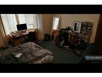 2 bedroom flat in Grosvenor Road, Newcastle Upon Tyne, NE2 (2 bed) (#882576)