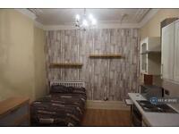 Studio flat in Wiverton Road, Sydenahm, SE26