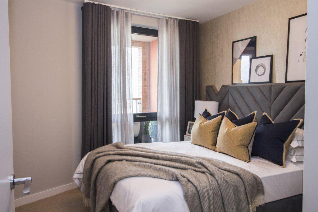 GREAT THREE BEDROOM APARTMENT IN MANHATTAN PLAZA- BLACKWALL- E14