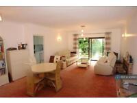 2 bedroom flat in Sentis Court, Northwood, HA6 (2 bed)