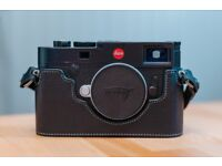 Leica M10 body with an extra battery (genuine)