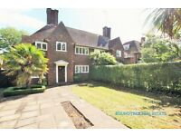 3 bedroom house in Wildwood Road, London, NW11