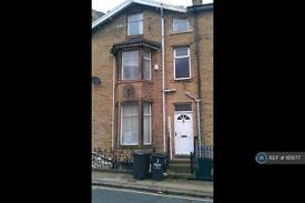 3 bedroom house in Carlton Terrace, Halifax, HX1 (3 bed)