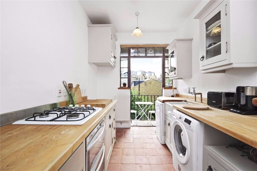 BEAUTIFUL 2 DOUBLE BEDROOM APARTMENT WITH BALCONY MOMENTS FROM KENTISH TOWN UNDERGROUND STATION