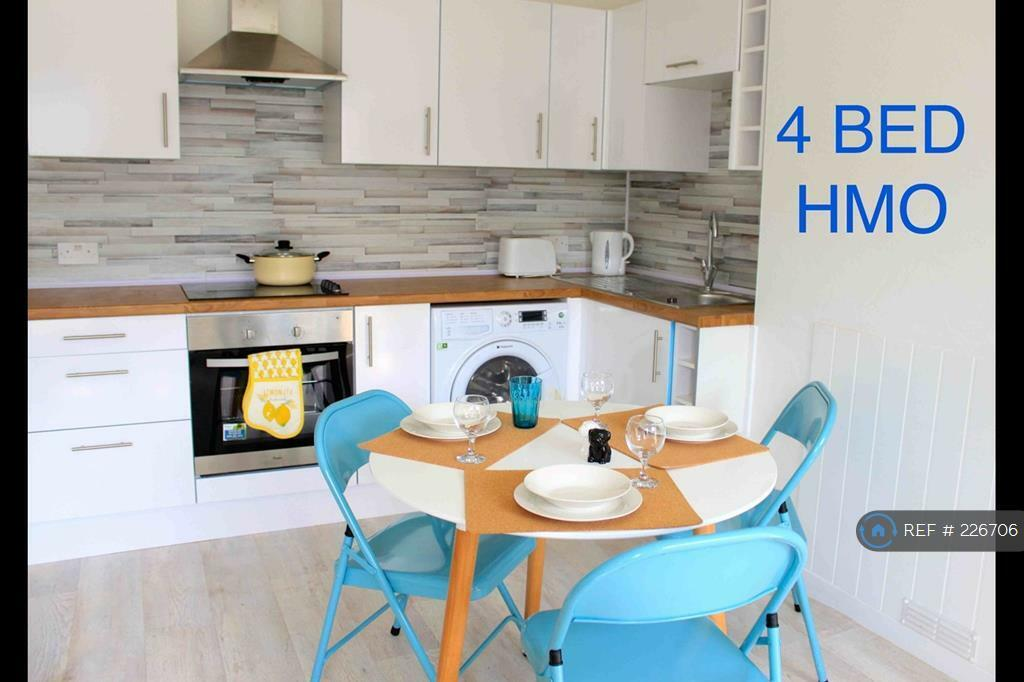 4 bedroom flat in Kincorth Place, Aberdeen, AB12 (4 bed)